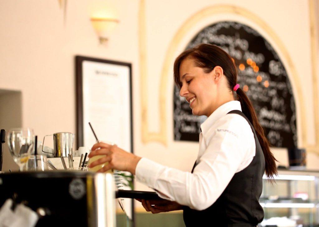 waitress-2376728_1920